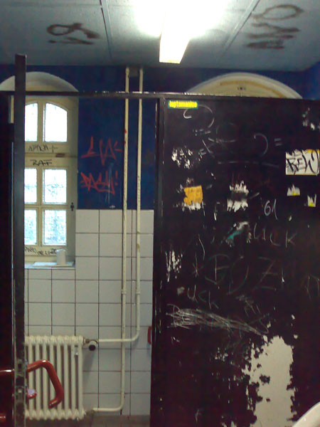 in den toiletten berlins, heute: wasserturm tempelhofer berg
