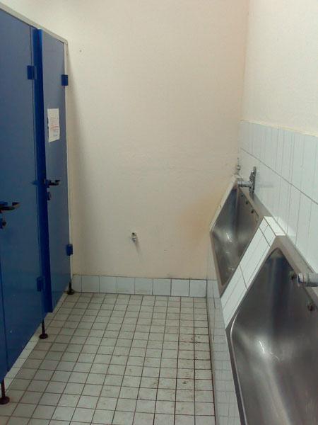 in den toiletten berlins, heute: strandbad weißensee